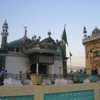 Hazrat Makdoom Syed Ashraf Jahangir Simnani Kichhochhawi ( RA)