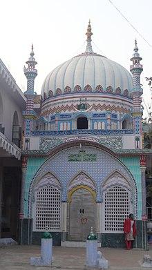 220px-Dargah_sharif_Hazrat_Makhdoom_shah_Mohammad_Munim_Pak_,_patna,_Bihar_INDIA