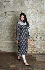 Navy-White-Chiffon-Silk-Hijab-193x300